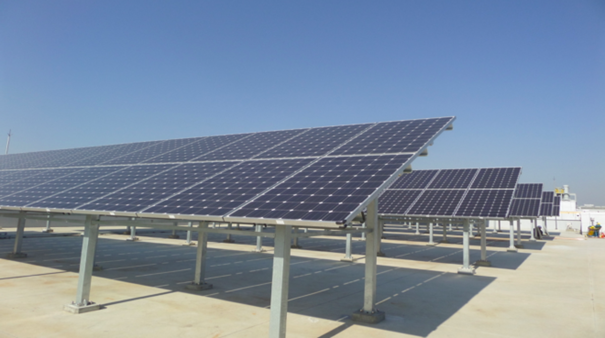 Samsung Electronics has declared its commitment to expand the use of renewable energy in its operations. Above - as part of Samsung Electronics' efforts to source renewable energy, solar panels have been installed in parts of Samsung Digital City, Suwon.