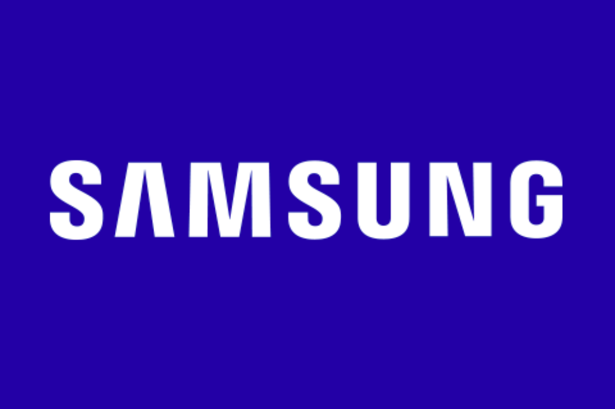 Samsung Electronics, announced today that it has begun mass production of the world's smallest DRAM chip.